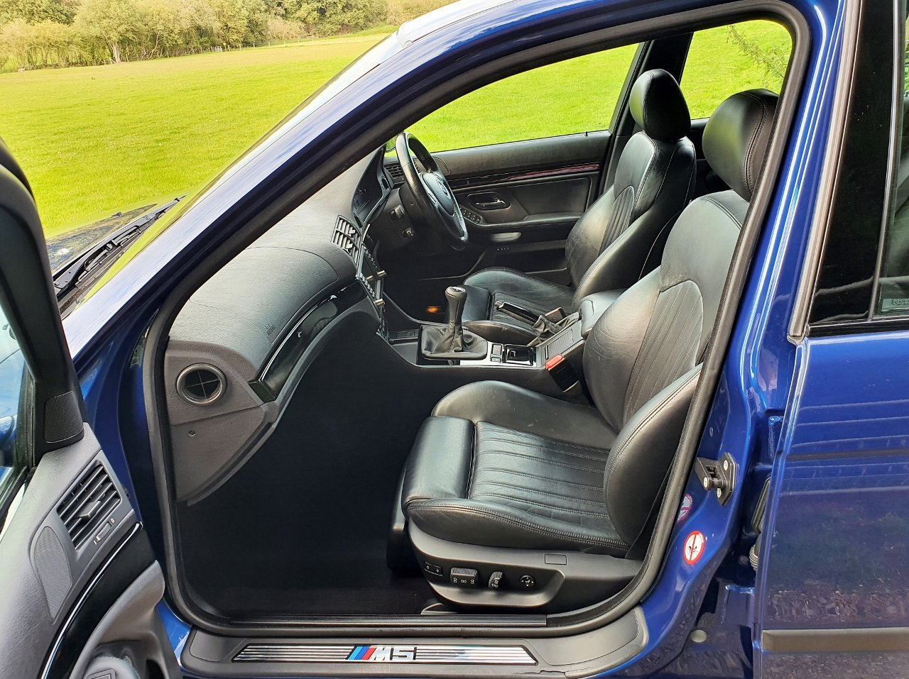 2001 Only 44,000 Miles - Le Mans Blue E39 M5 - Full History SOLD (picture 8 of 10)