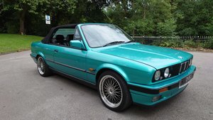 Picture of E30 1991 BMW 318i Convertible Design Edition Neon Green 1/50 SOLD