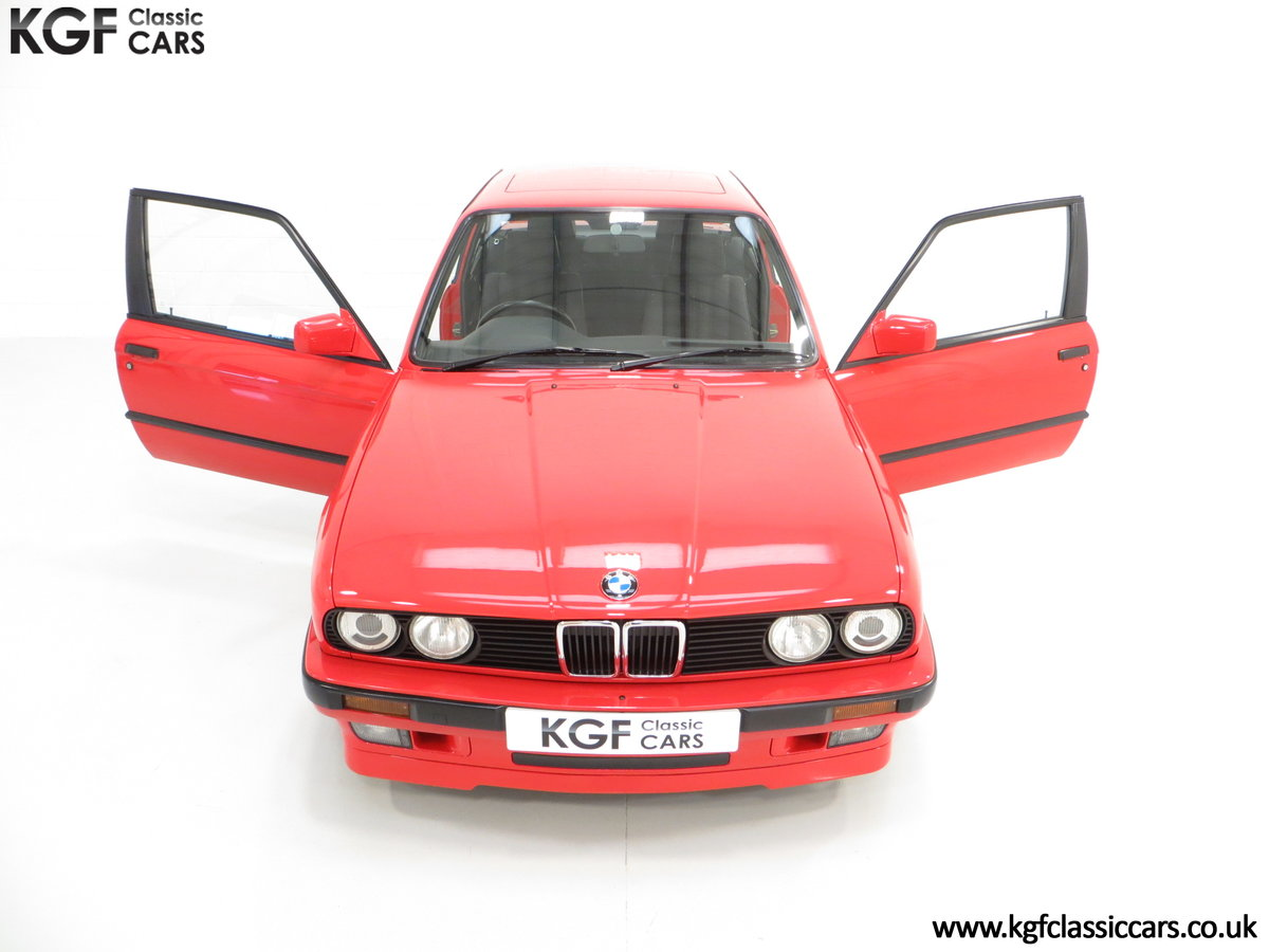 1991 A Collectable and Immaculate BMW E30 318is For Sale (picture 4 of 24)