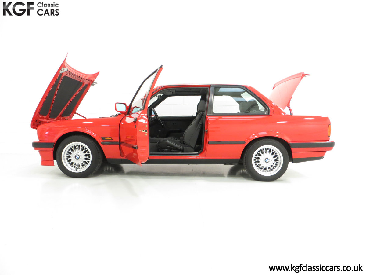1991 A Collectable and Immaculate BMW E30 318is For Sale (picture 7 of 24)