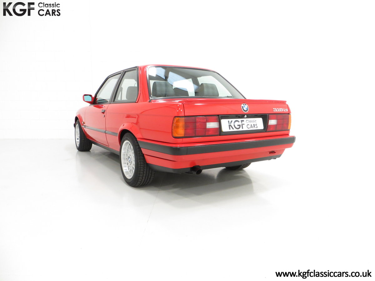1991 A Collectable and Immaculate BMW E30 318is For Sale (picture 8 of 24)