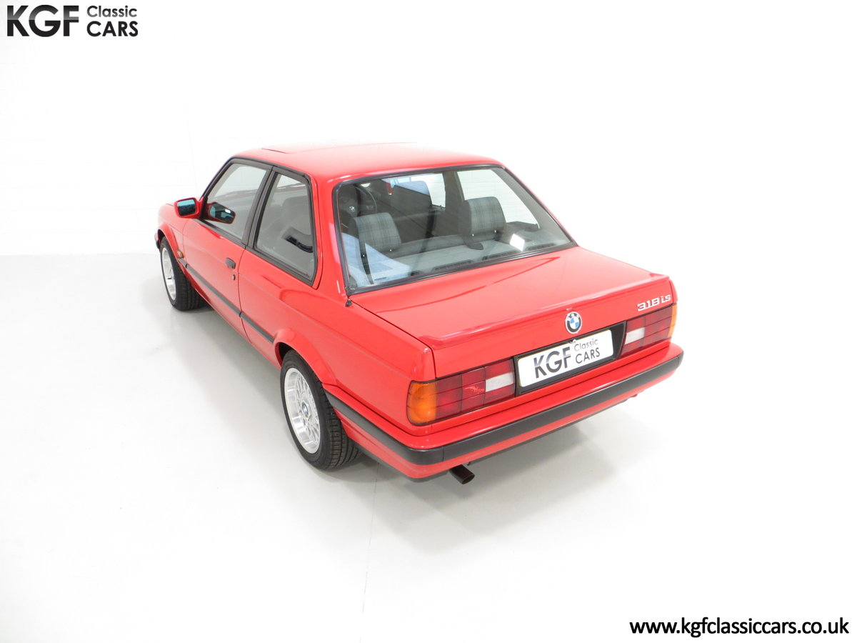 1991 A Collectable and Immaculate BMW E30 318is For Sale (picture 9 of 24)