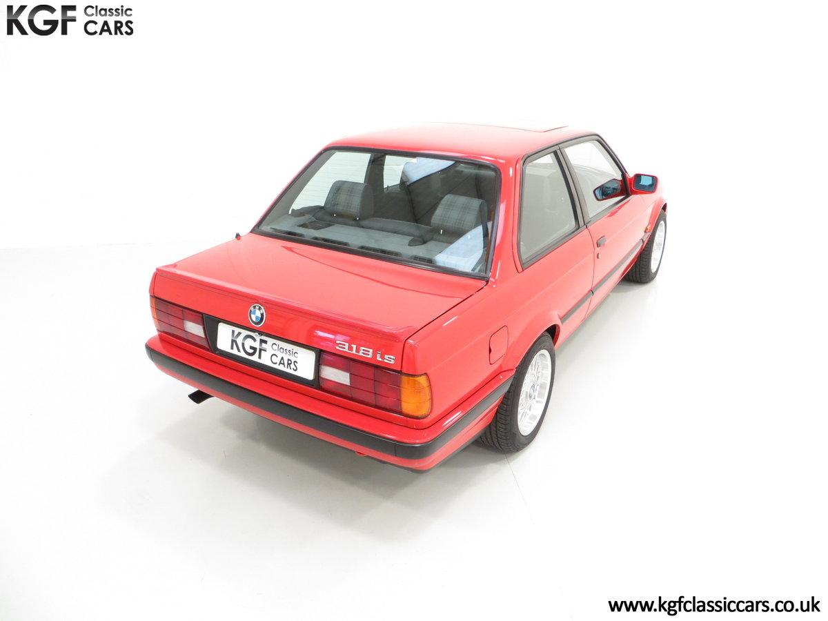 1991 A Collectable and Immaculate BMW E30 318is For Sale (picture 12 of 24)