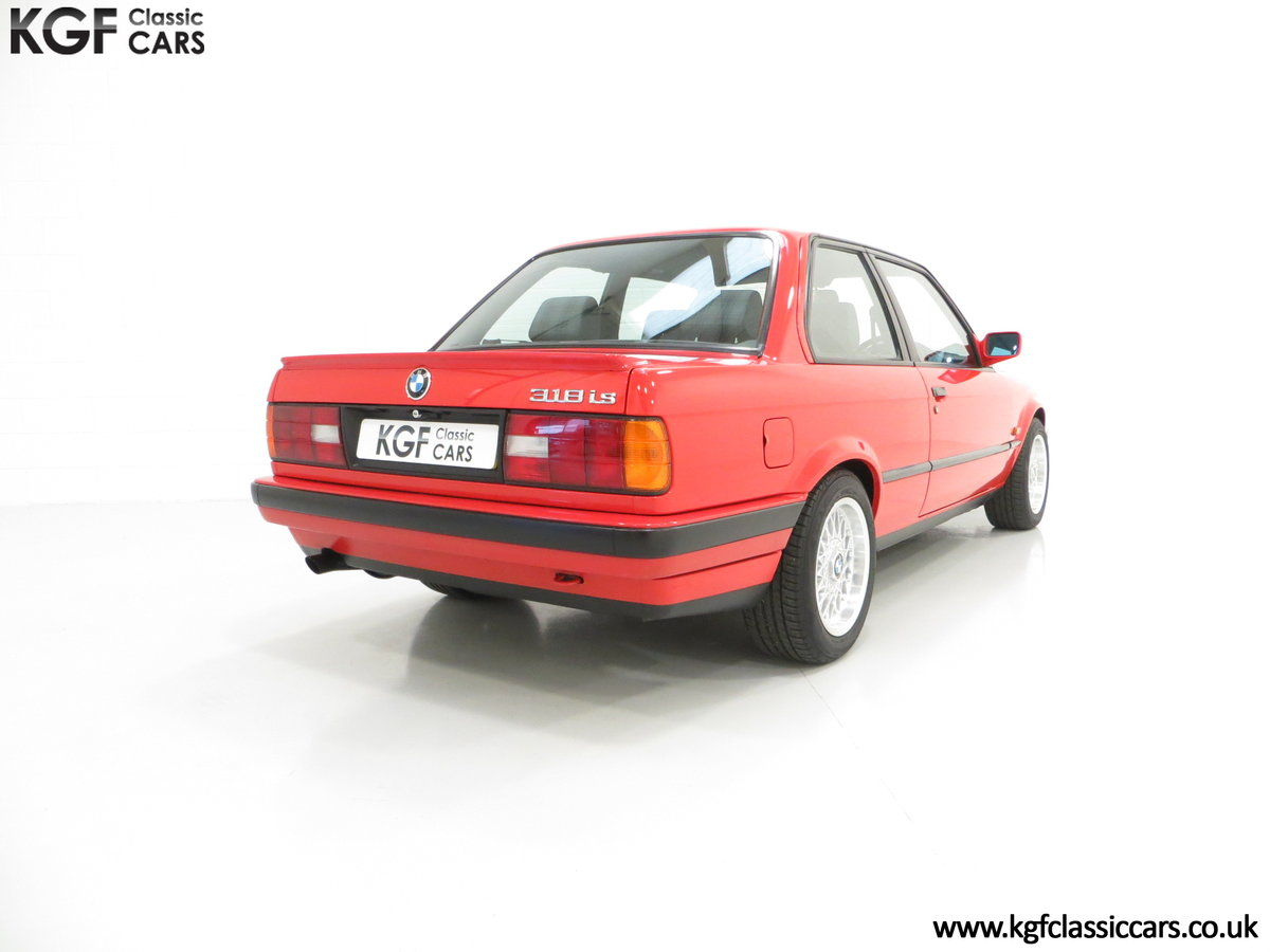 1991 A Collectable and Immaculate BMW E30 318is For Sale (picture 13 of 24)