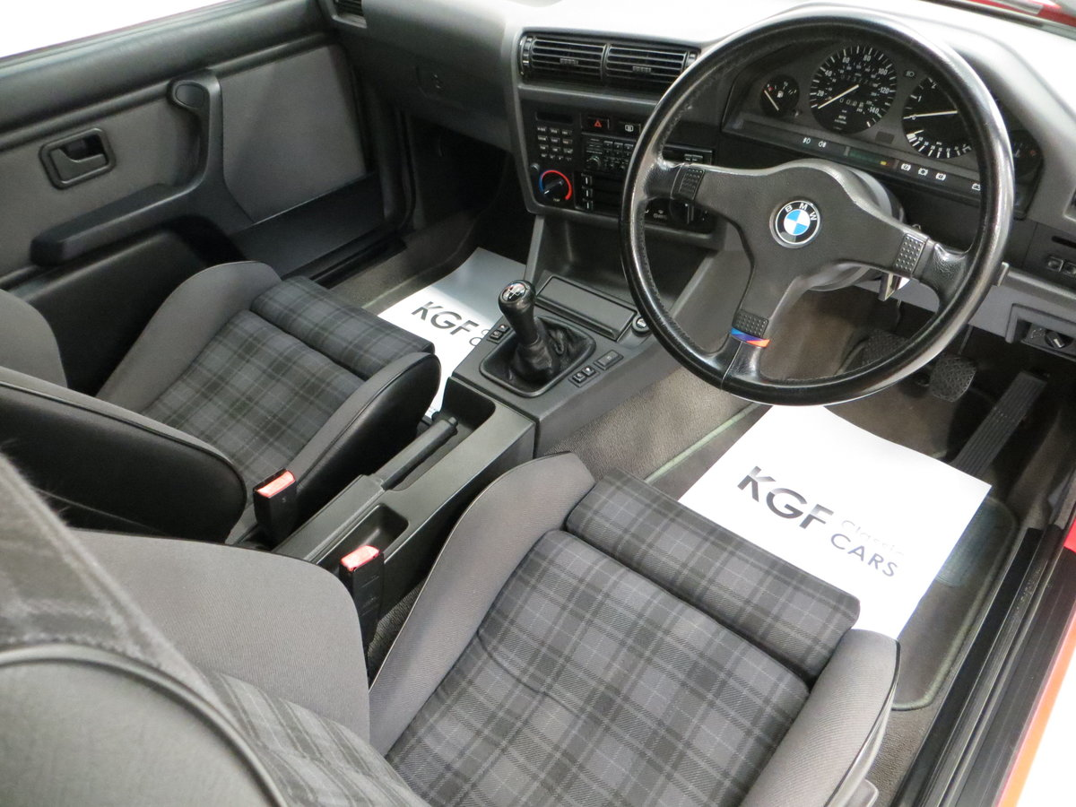 1991 A Collectable and Immaculate BMW E30 318is For Sale (picture 17 of 24)