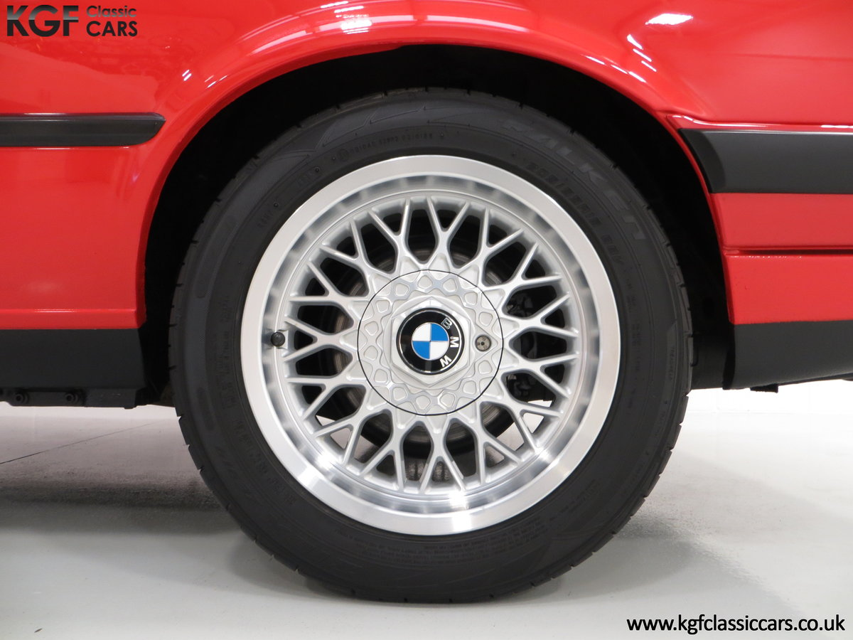 1991 A Collectable and Immaculate BMW E30 318is For Sale (picture 21 of 24)