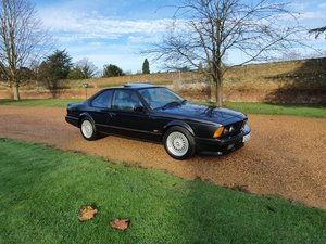 Bmw 635 csi auto highline motorsport black/lotus white