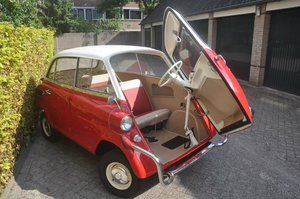 Picture of BMW 600 in fully restored condition 1958 dutch papers For Sale