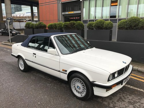 1989 BMW 320i Convertible Auto (E30) with leather interior SOLD (picture 1 of 5)