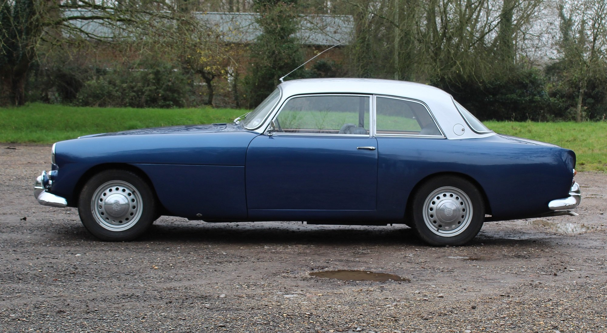 1963 Bristol 407 in blue with silver roof For Sale (picture 2 of 6)