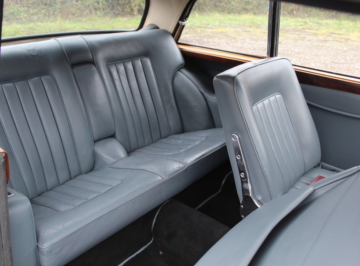 1963 Bristol 407 in blue with silver roof For Sale (picture 5 of 6)