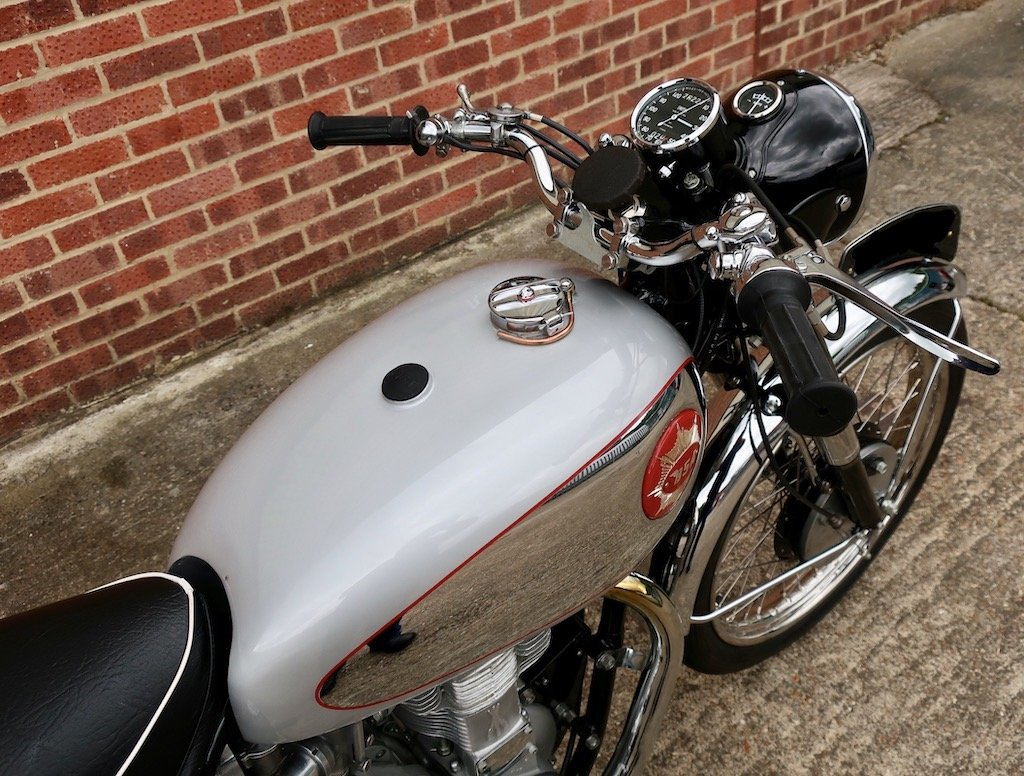1954 BSA Gold Star 350cc 'featured in the ITV motorbike show' For Sale (picture 2 of 6)