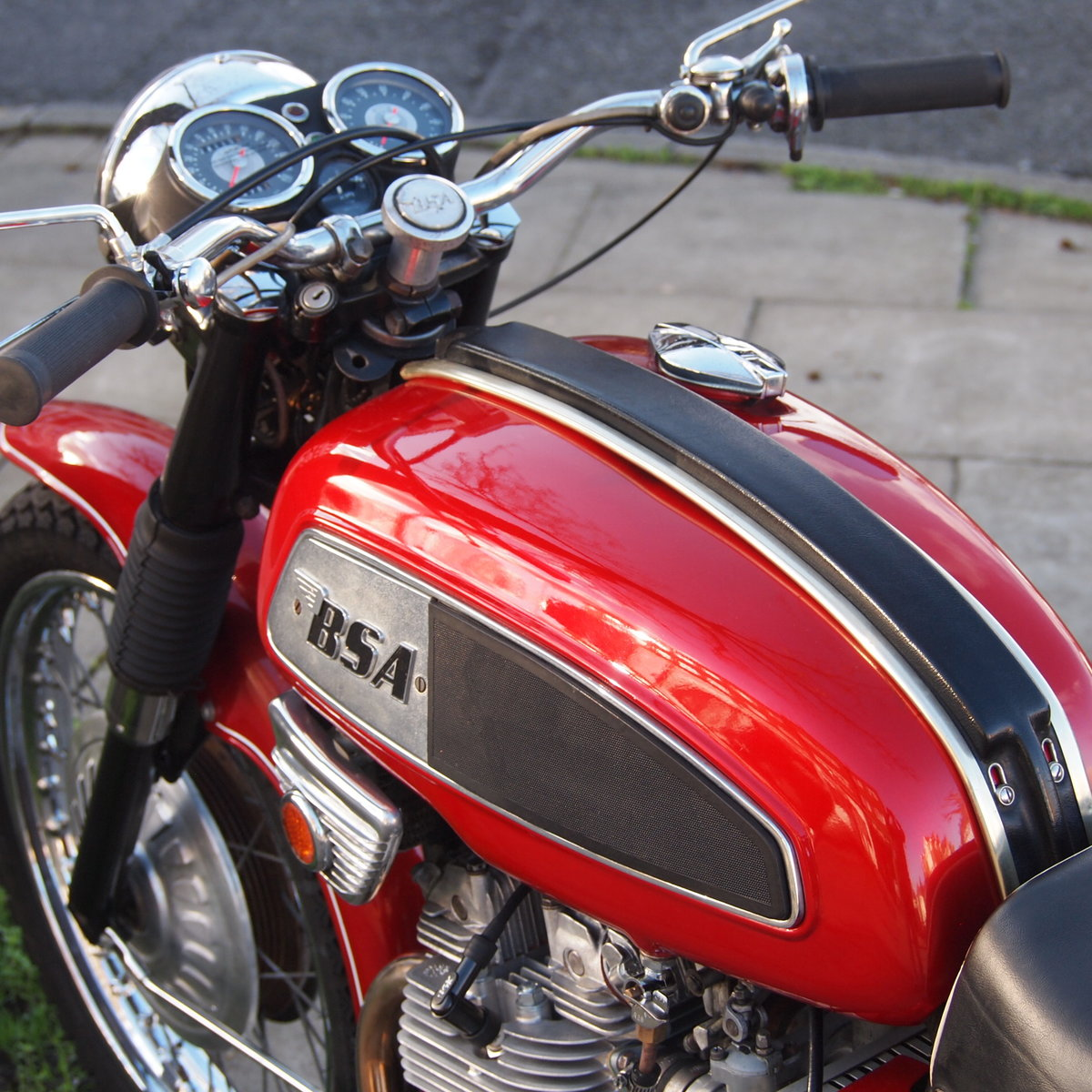 1969 BSA Rocket 3 with Electric Start, Early 1968 Model. For Sale (picture 3 of 6)