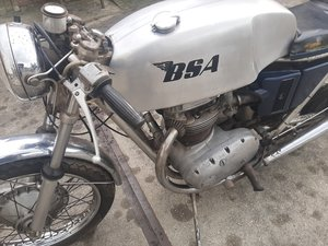 Picture of barnfind BSA cafe racer 1972