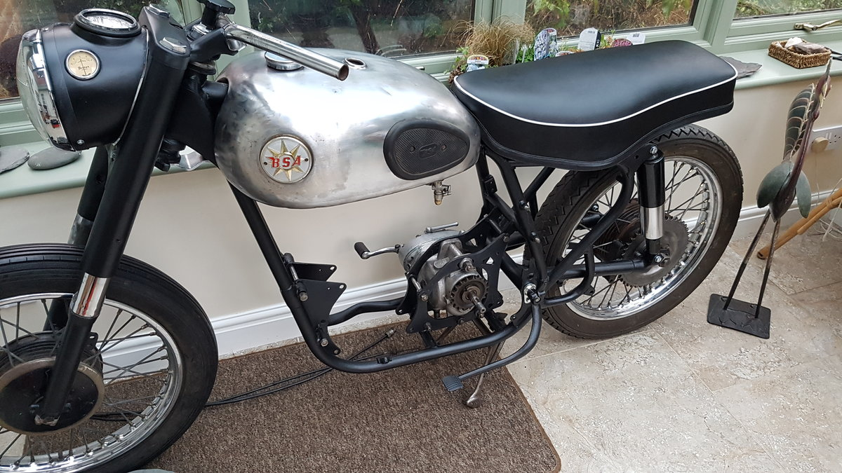 1960 Classic BSA B33 Project  SOLD (picture 1 of 6)