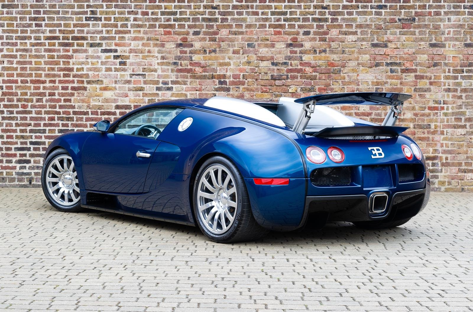 2008 Bugatti Veyron 16.4 -3 Year Bugatti Service Package Included For Sale (picture 2 of 6)