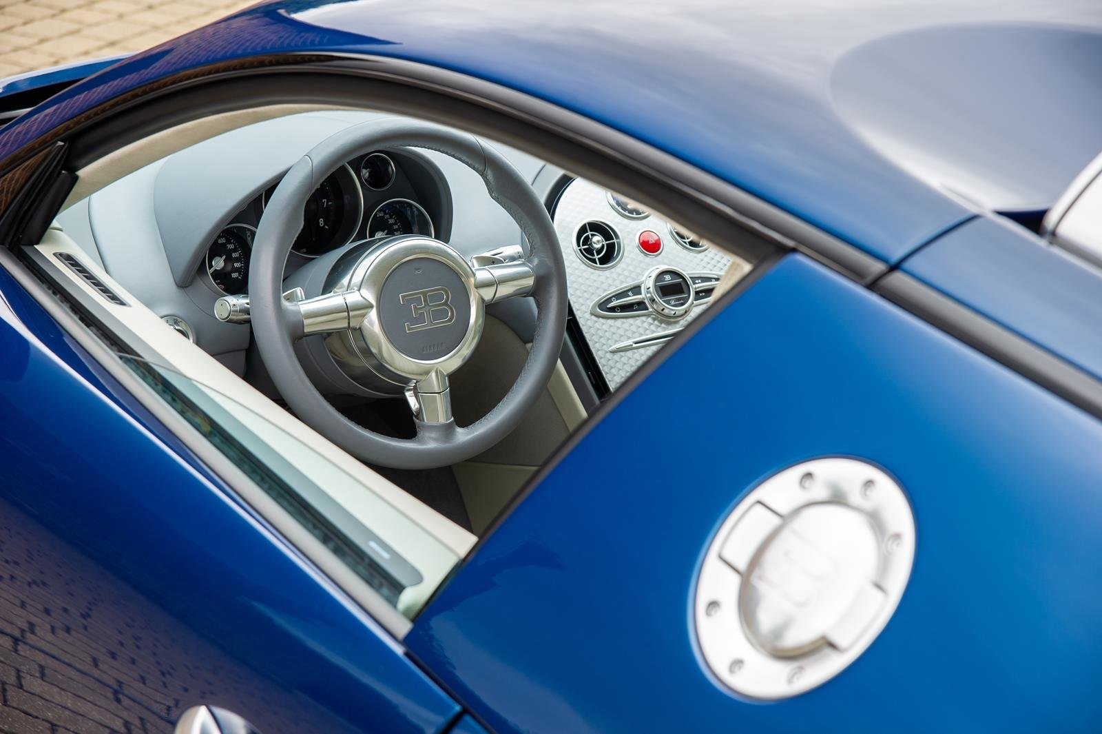 2008 Bugatti Veyron 16.4 -3 Year Bugatti Service Package Included For Sale (picture 3 of 6)