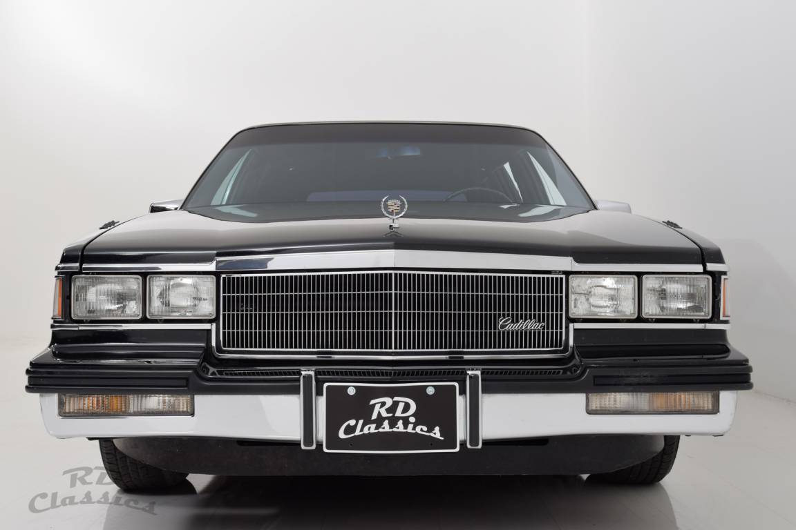 1985 Cadillac Deville Limousine / Hess and Eisenhardt For Sale (picture 2 of 6)
