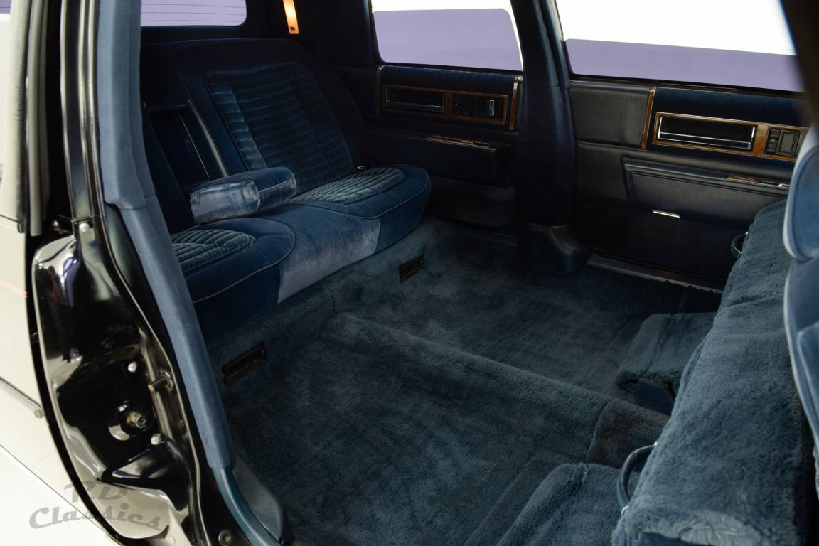 1985 Cadillac Deville Limousine / Hess and Eisenhardt For Sale (picture 6 of 6)