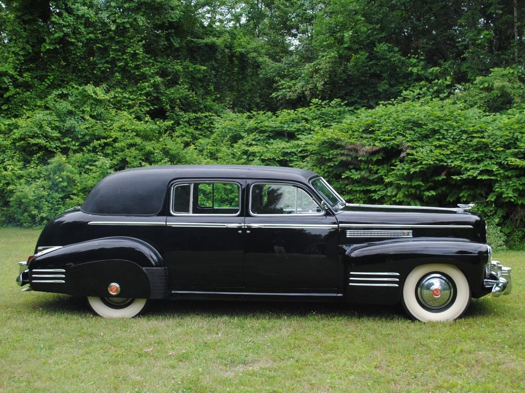 1941 Cadillac Series 75 Imperial Limo = very Rare Black $32k For Sale (picture 2 of 6)