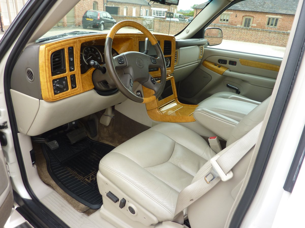 CADILLAC ESCALADE EXT 6LTR V8 2006 68K MILES FROM NEW For Sale (picture 2 of 6)