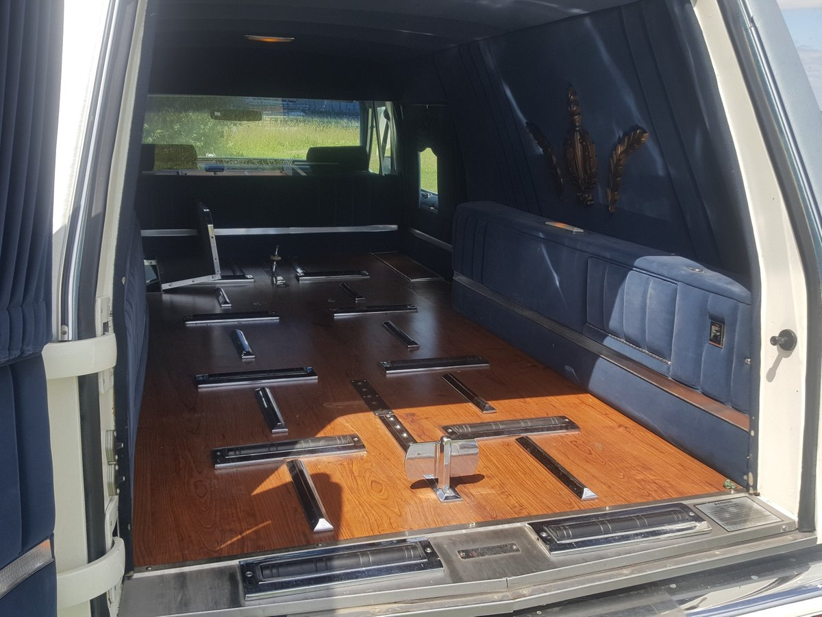 1992 Cadillac Brougham Hearse For Sale (picture 4 of 6)