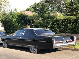 1976 Cadillac Coupe Deville V8 px For Sale