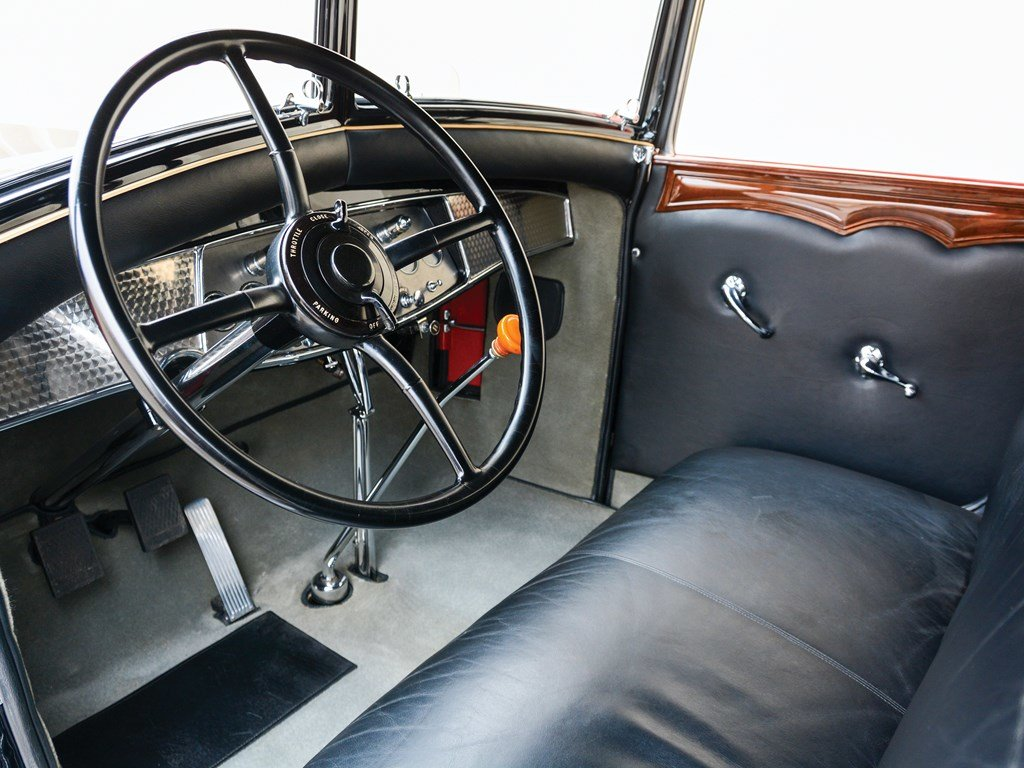 1930 Cadillac V-16 All-Weather Phaeton by Fleetwood For Sale by Auction (picture 4 of 6)