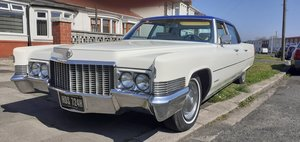 Picture of 1970 White & Blue Cadillac Fleetwood