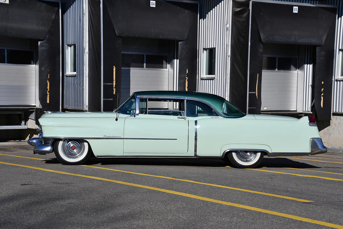 1954 Gorgeous Cadillac Coupe with probably just 92'000 km For Sale (picture 4 of 6)