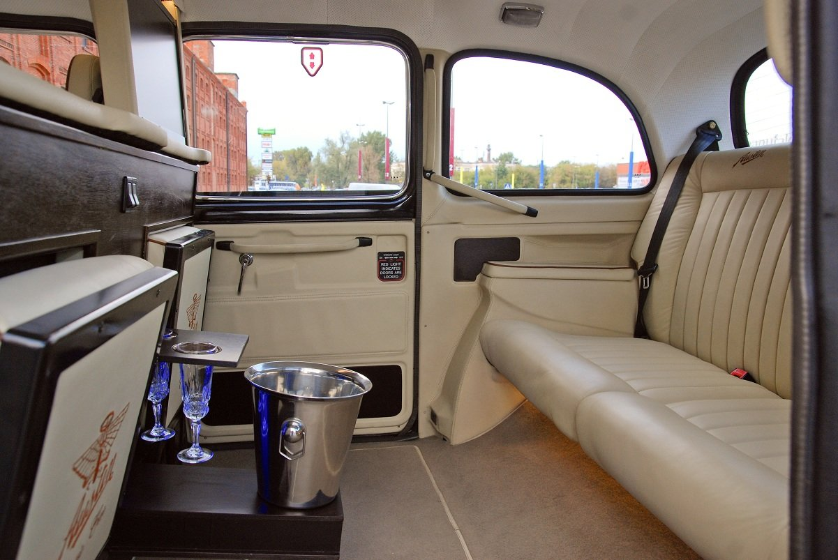 1995 Wedding-ready, highly customised London Taxi For Sale (picture 4 of 6)