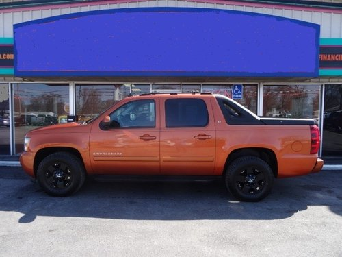 2005 Chevroet Avalanche 4 DR SOLD (picture 1 of 6)