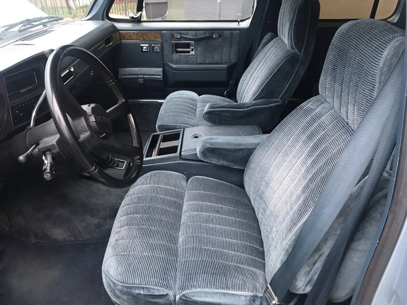 1990 Chevrolet Suburban EU delivery, Swiss car, 92.040 km For Sale (picture 3 of 6)