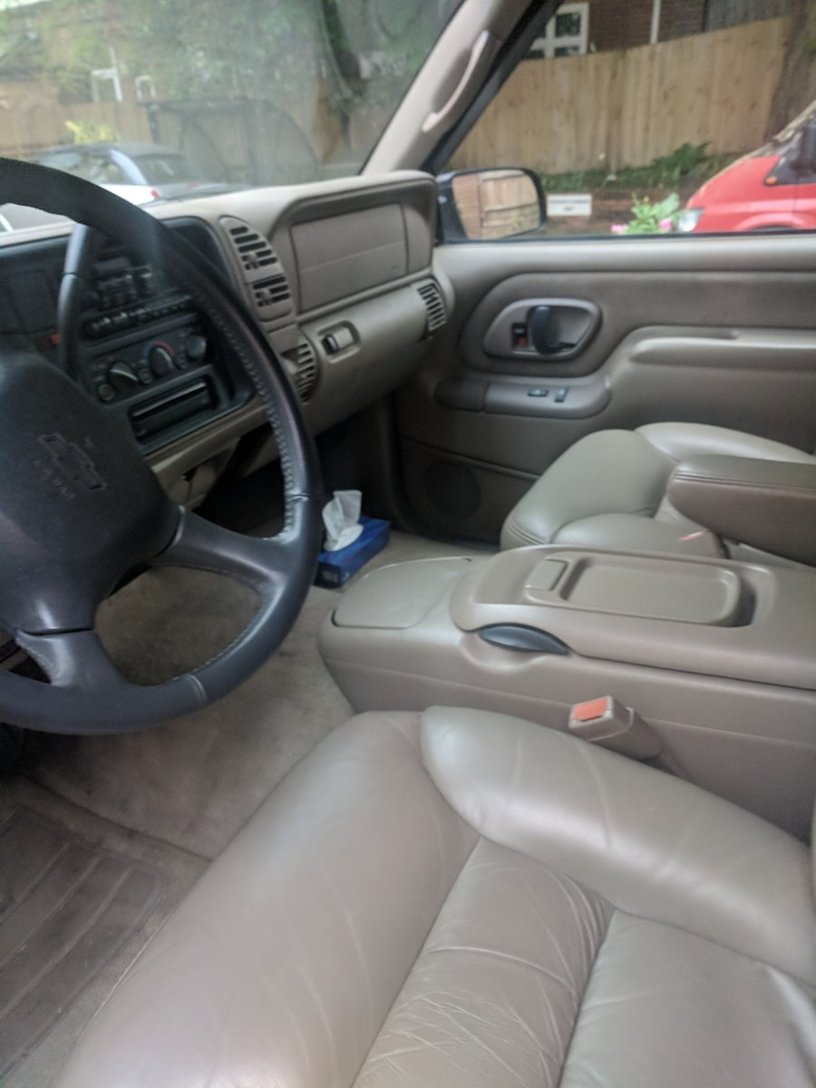 1999 Chevrolet Suburban SOLD (picture 5 of 6)