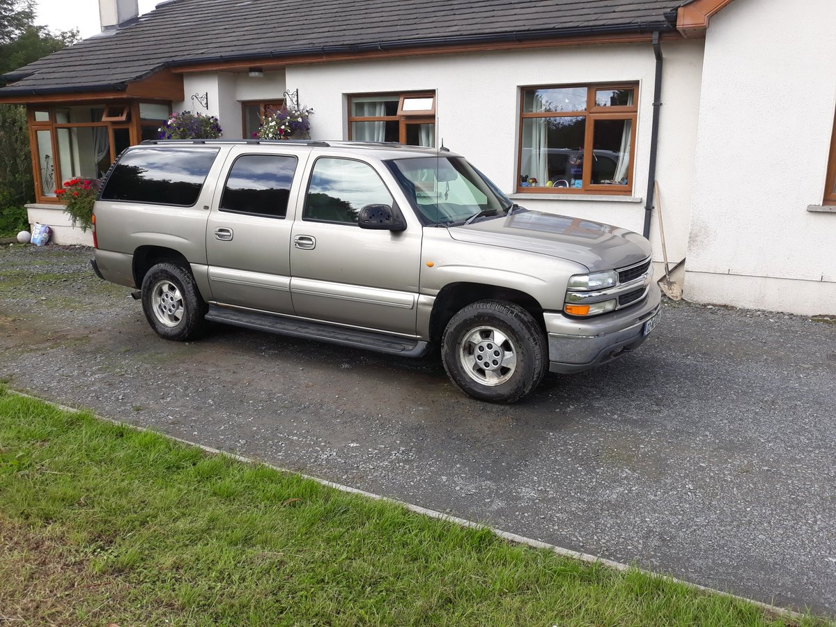 2002 Chevrolet Suburban 4wd RHD  For Sale (picture 1 of 6)