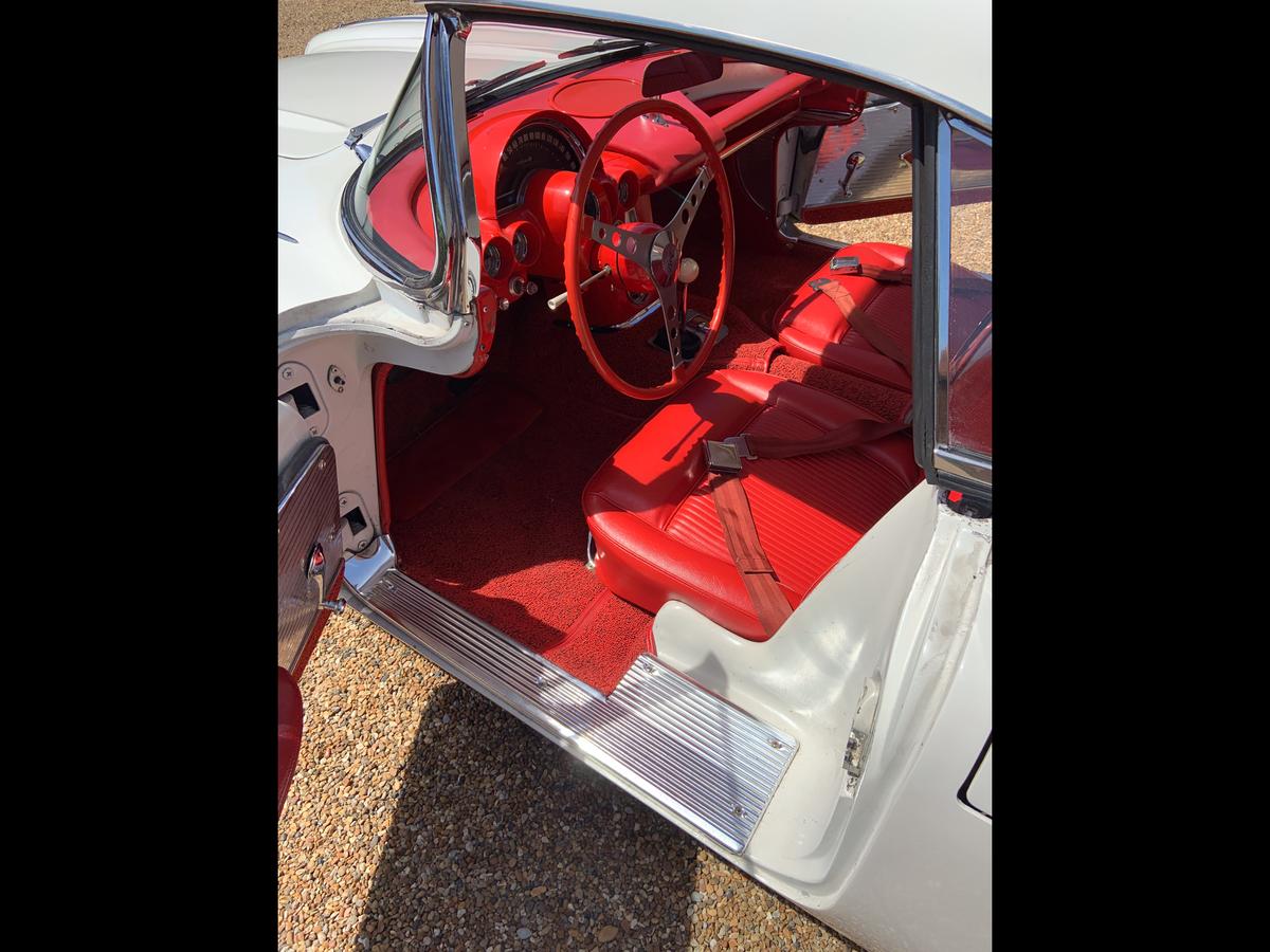 1961 Chevrolet Corvette C1 convertible For Sale (picture 4 of 6)