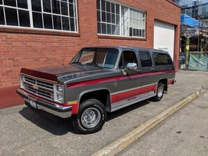 1988 Chevrolet Suburban - Lot 915 For Sale by Auction