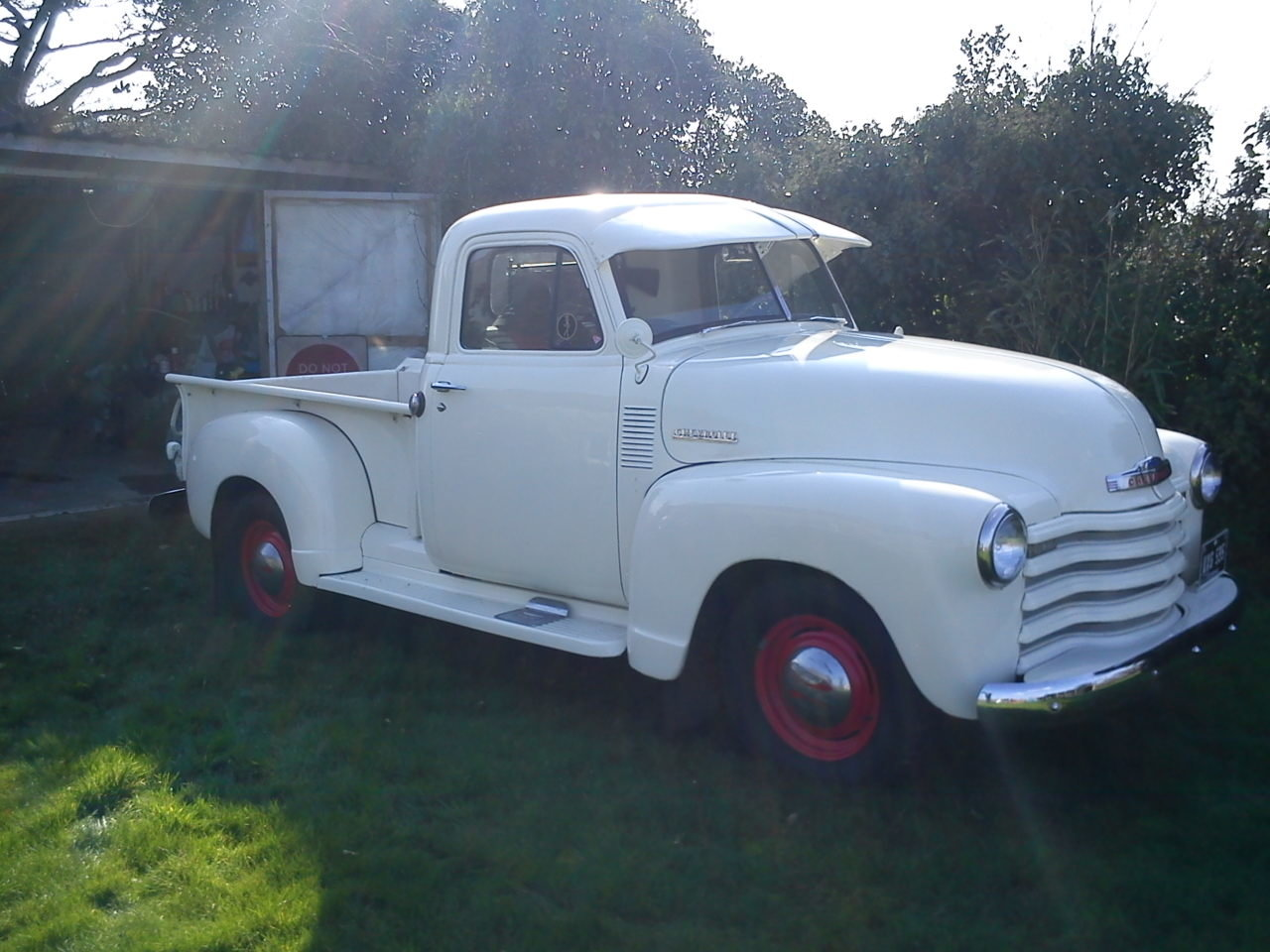 1951 Chevrolet step-side pick up For Sale (picture 1 of 6)