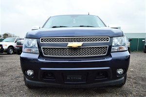 Chevrolet suburban lt lwb v8 automatic 8 seat