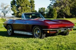 1966 Chevrolet Corvette 427 Roadster 390-HP manual $99k For Sale (picture 1 of 6)