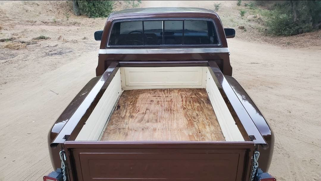 1984 C10 Stepside short bed For Sale (picture 4 of 6)
