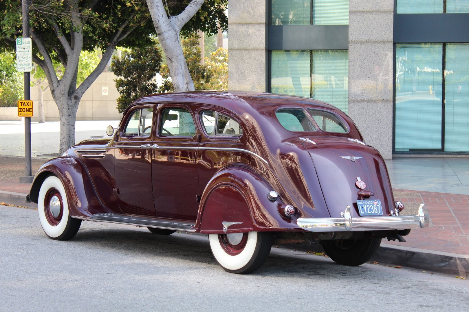 1937 CHRYSLER AIRFLOW C17 SOLD (picture 2 of 6)
