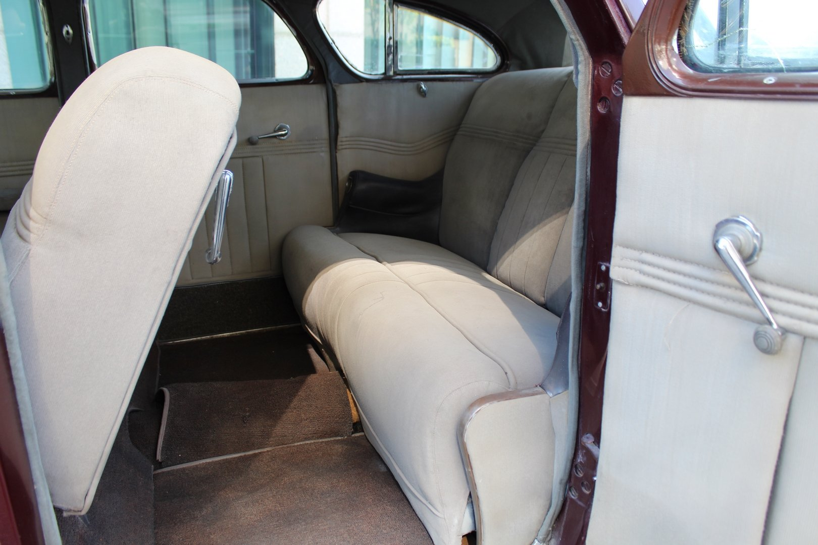 1937 CHRYSLER AIRFLOW C17 For Sale (picture 4 of 6)