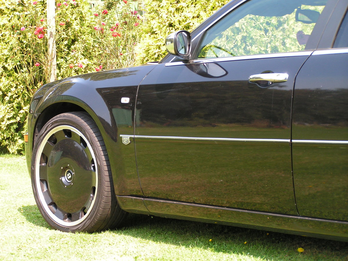 2005 chrysler 300c brabus hemi V8 auto. 22 inch alloys. For Sale (picture 3 of 6)
