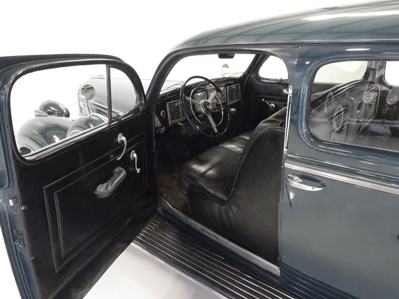 1938 Chrysler Custom Imperial Town Limousine by LeBaron For Sale (picture 2 of 6)