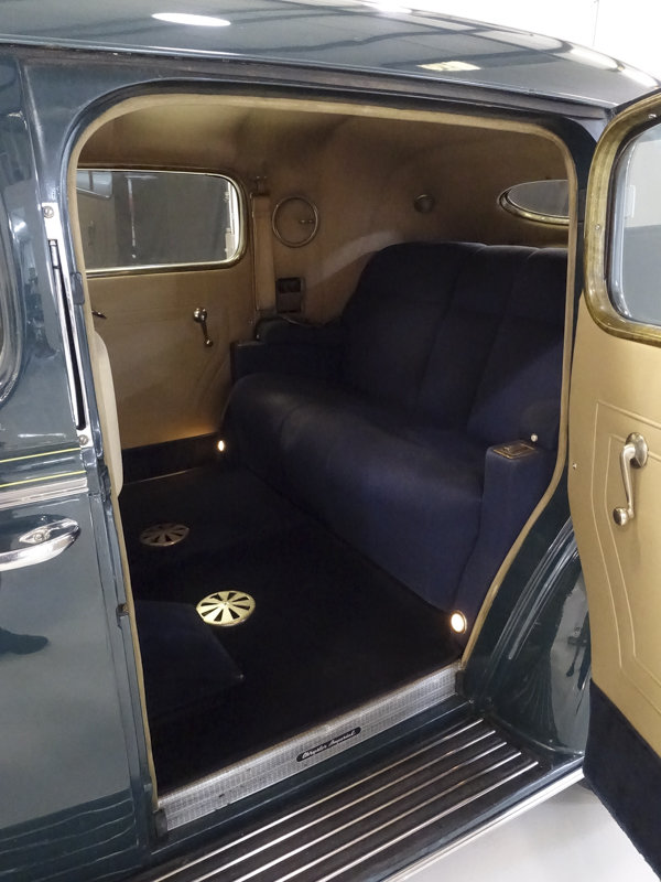 1938 Chrysler Custom Imperial Town Limousine by LeBaron For Sale (picture 3 of 6)