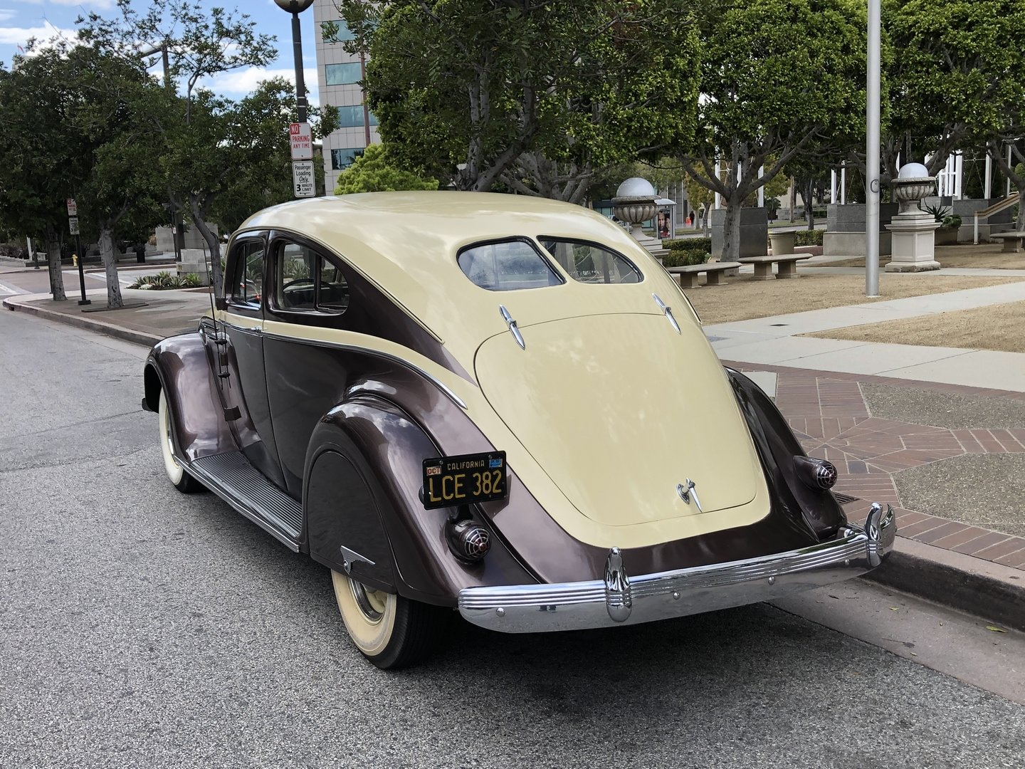 1937 CHRYSLER AIRFLOW COUPE C1 For Sale (picture 2 of 6)
