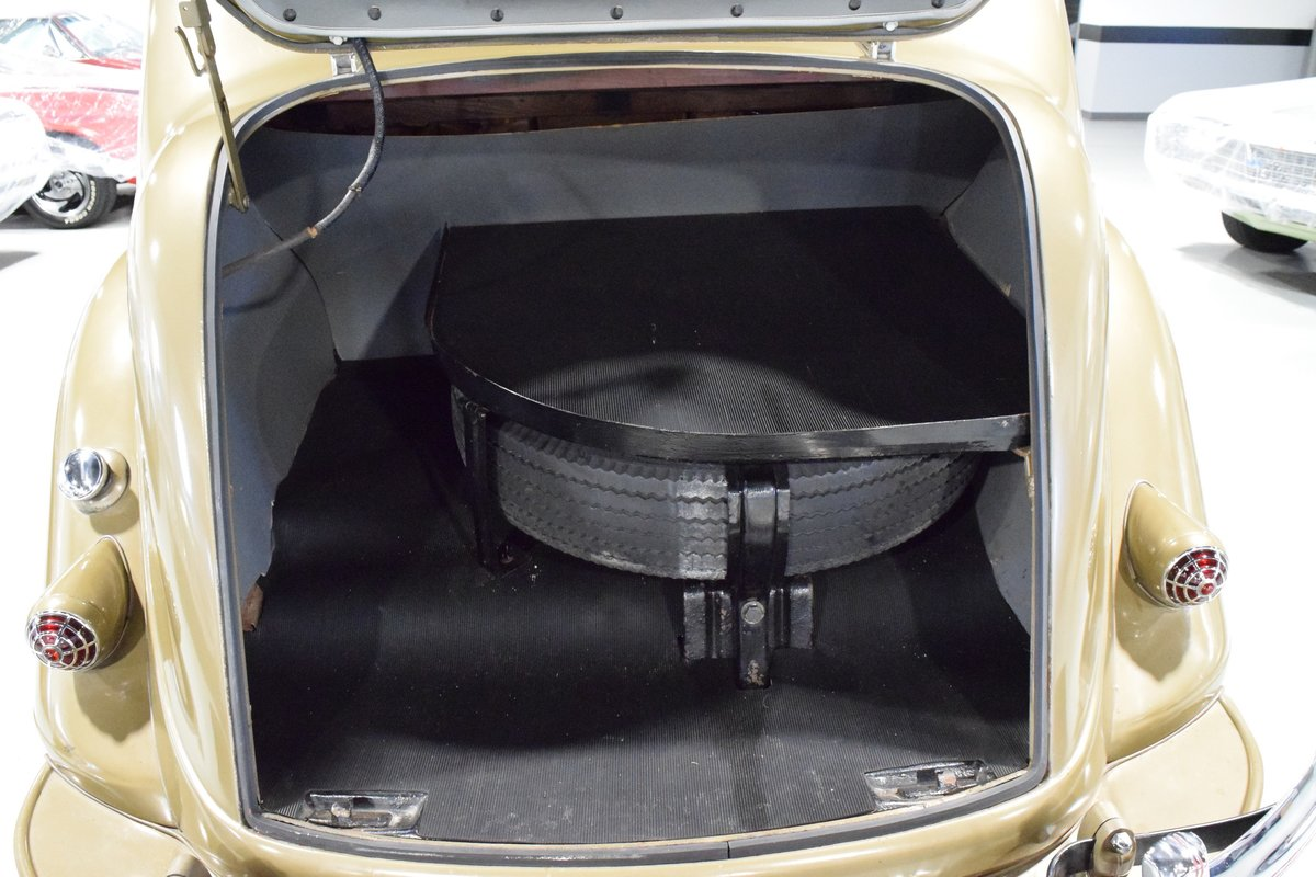 1936 Chrysler Imperial Airflow For Sale (picture 8 of 12)