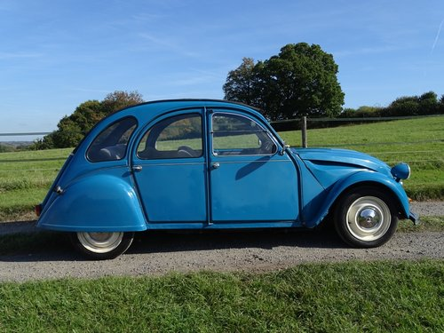 Brilliant 1985 Citroen 2CV, lowered and  SOLD (picture 1 of 6)