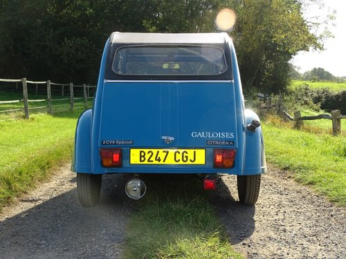 Brilliant 1985 Citroen 2CV, lowered and  SOLD (picture 4 of 6)